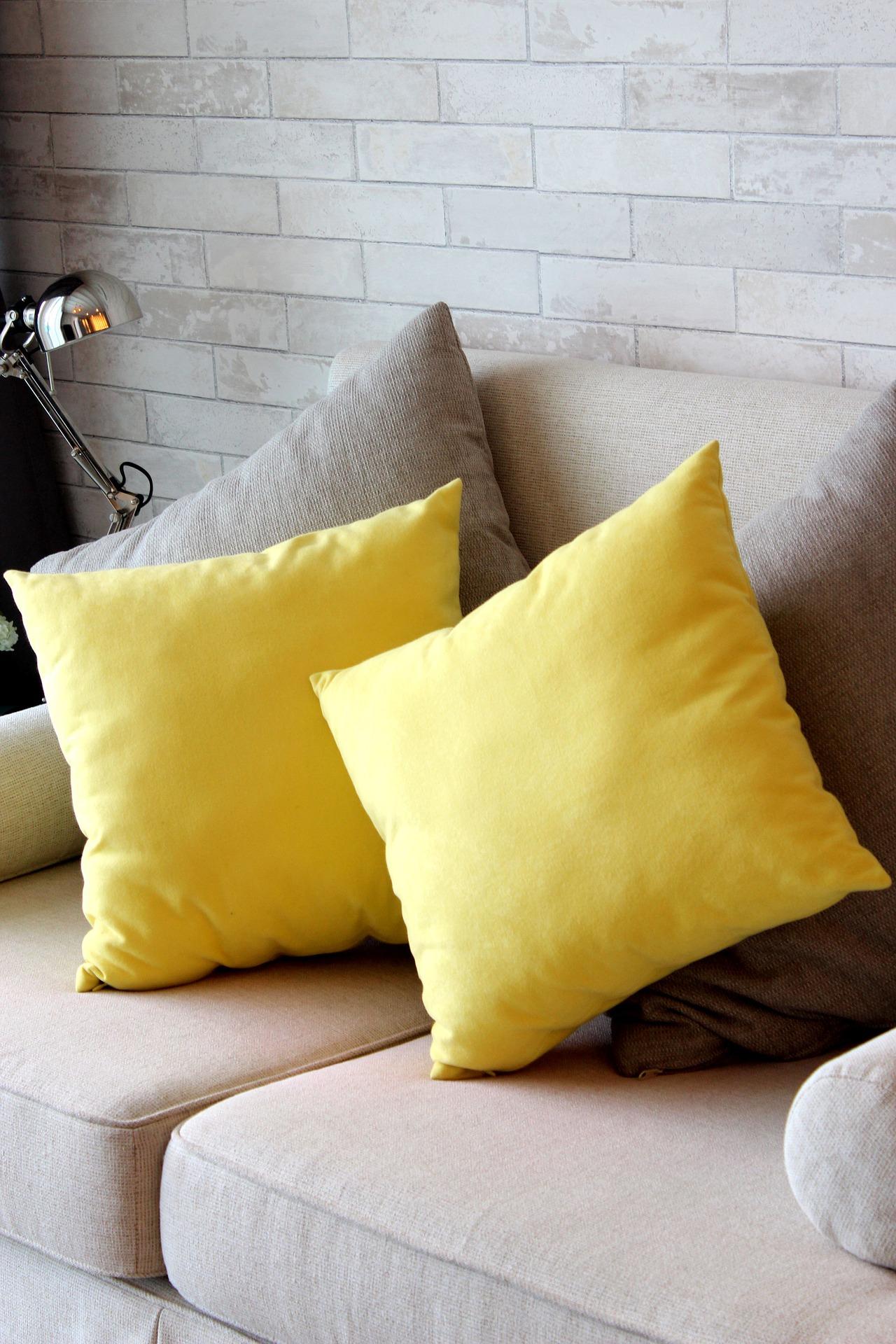 Gelbe Kissen - ganz japandi